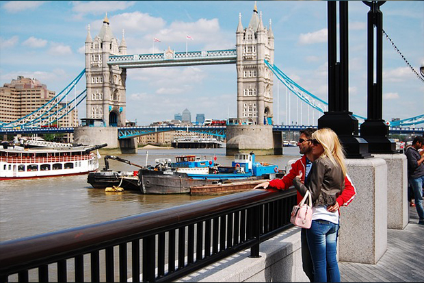 Young couple - Tower Bridge London