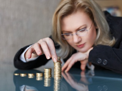 woman counting her pay rises featured