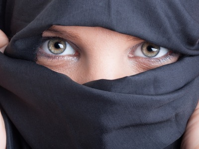woman-wearing-a-burka-2-featured