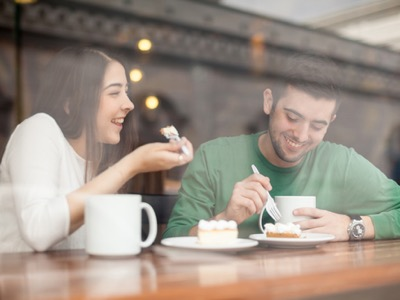 man-and-woman-on-a-date-in-a-coffee-shop-featured