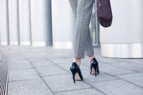 smart-dressed-woman-wearing-shoes