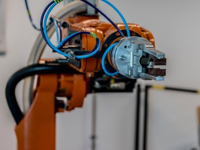 robot arm, AI, automation featured