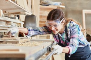 tradeswomen, female carpenter