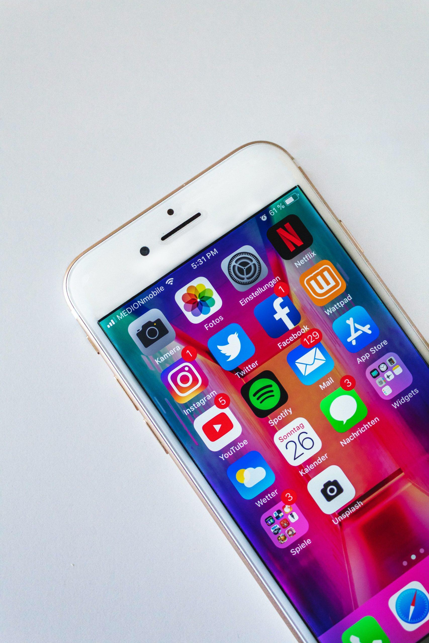 Social media, iPhone